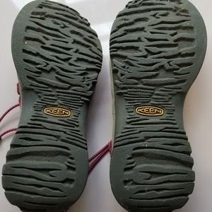 Keen Shoes - Keens water shoes